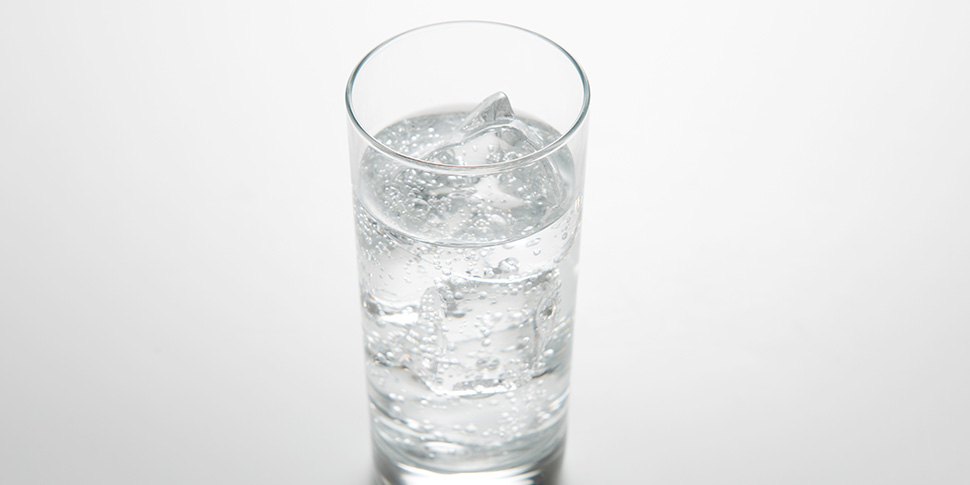 人気の炭酸水の効果とオススメの飲み方!