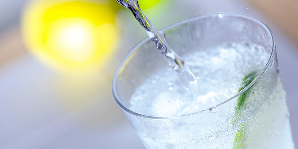 通常の炭酸水と天然炭酸水の違いとは?